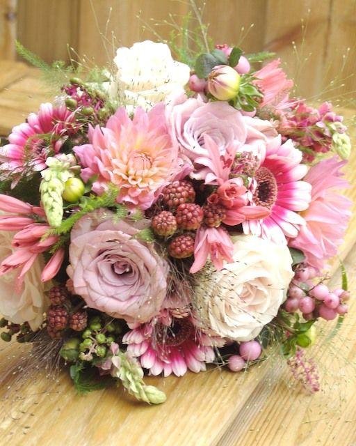 http://www.c-flowers.nl/Bruidsboeket_nr_4_files/Bruidsboeket%20nr%204%20%20005_2.jpg