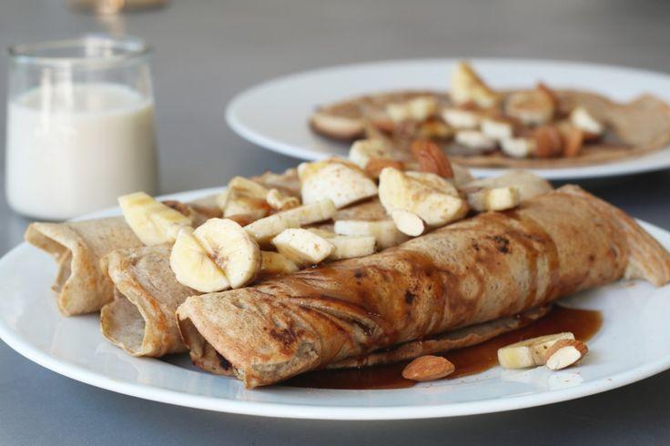 Kunnen jullie ook zo genieten van pannenkoeken als ontbijt? Een lekker geurtje in de keuken, gezellig aan tafel met een stapel pancakes, dadelstroop en eensmoothie. Perfect voor een lange zaterdag of zondagochtend. Al kun je jezelf natuurlijk ook makkelijk op een doordeweekse dag trakteren op deze glutenvrije boekweit pannenkoeken met...