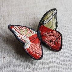 Broche papillon en tissu japonais couleur rouille