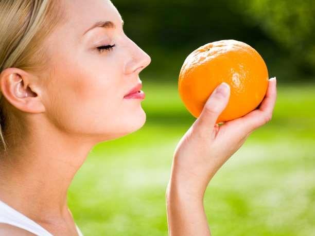 Η βιταμίνη C προστατεύει από την καρδιοπάθεια, προστατεύει τις αρτηρίες από την αθηρωματοσκλήρωση, αυξάνει τα επίπεδα της καλής χοληστερόλης HDL και ρίχνει την πίεση. Δρα ως αντισταμινικό κατά των αλλεργιών, προφυλάσσει από το κοινό κρυολόγημα, προστατεύει από τον καρκίνο, τους χολόλιθους και την υγεία των οφθαλμών. Διαβάστε περισσότερα εδώ Είναι μια απαραίτητη βιταμίνη η οποία βρίσκεται σε πληθώρα φρούτων και άλλων τροφών. Οι καπνιστές χρειάζονται ακόμα μεγαλύτερη ποσότητα βιταμίνης C, αφού…