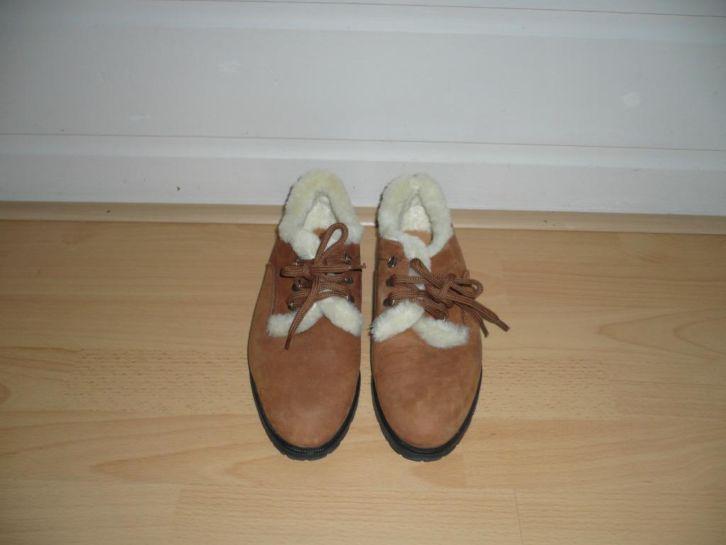 Bruine schoen met bont gevoerd - Mt 38 - Prijs: Bieden