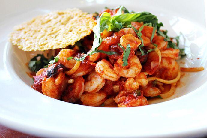 Spaghetti com camarão à putanesca