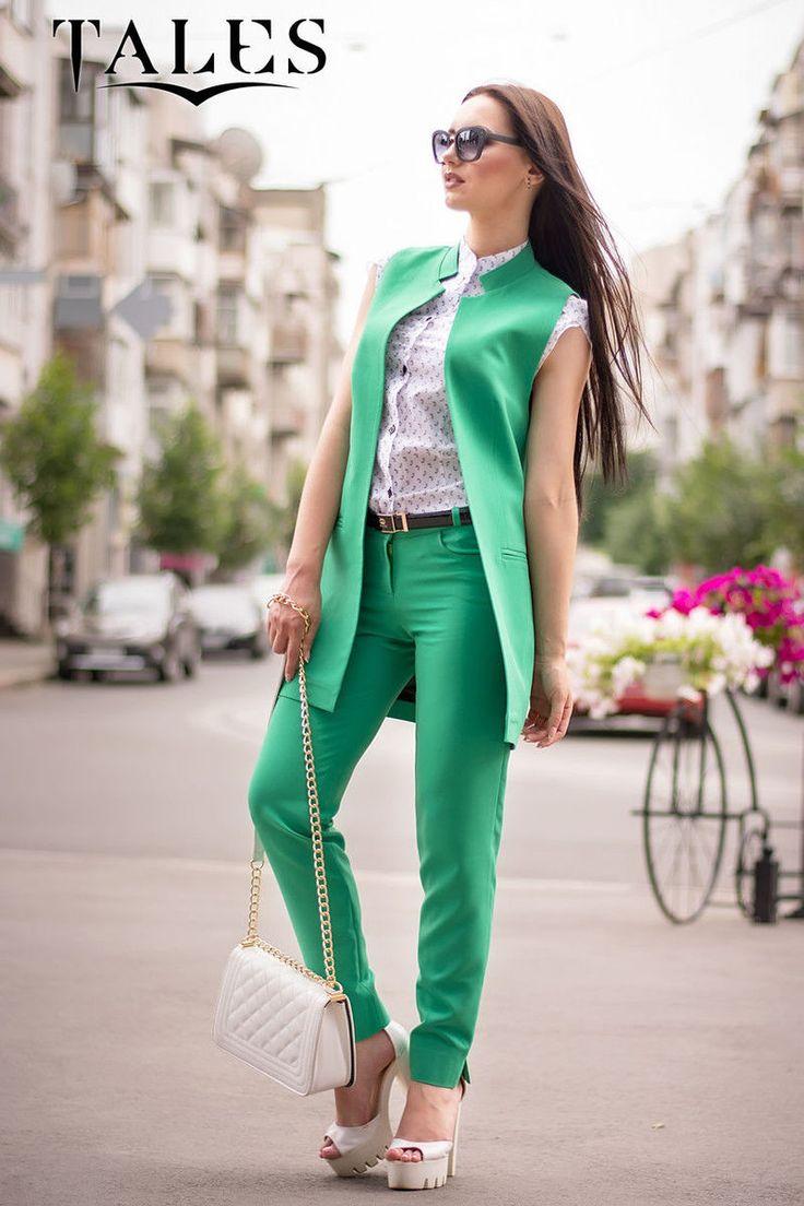 Жилет Tales «Aurika» Для выбора цвета и размера - перейдите в интернет-магазин: http://lnk.al/1ZnN Размеры: 42 - 48 / S - XL Состав:20% вискоза, 80% полиэстер Модный удлиненный жилет свободного кроя с имитацией боковых карманов. Модель выполнена из качественной костюмной ткани и имеет подкладку. Оригинальный воротник-стойка придает жилету изысканный стиль. Данный предмет гардероба идеально подойдет для современных модниц. Рост модели на фото 168 см.  Для ухода за изделием рекомендована…