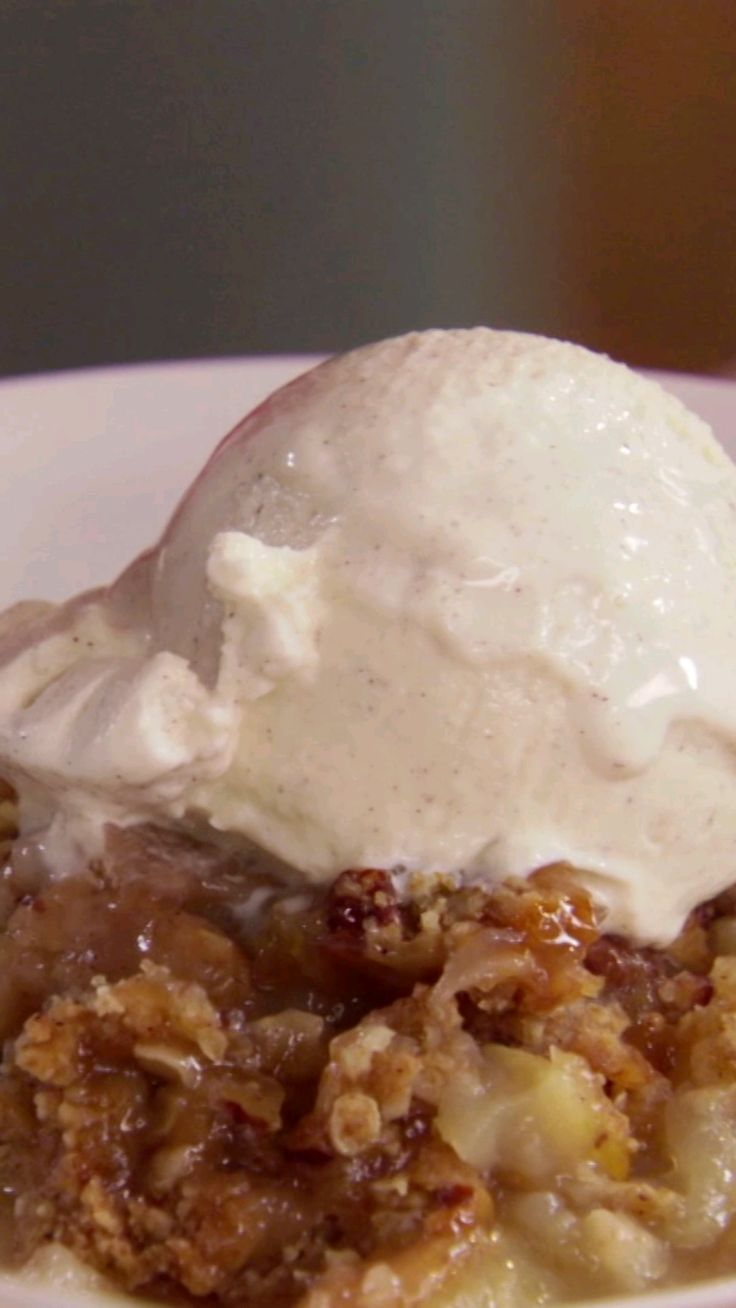 There is a chill in the air, but this bubbly and decadent Apple Crisp is sure to warm you right up!