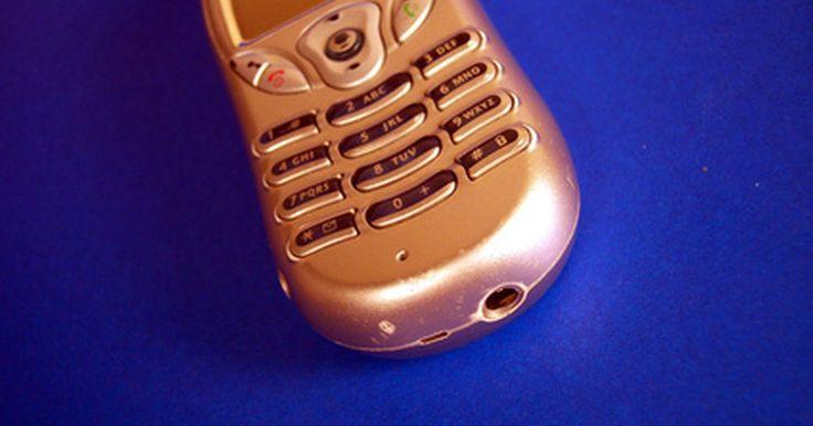 Como colocar o microfone de um telefone no mudo durante uma ligação. Todos os telefones são feitos com um alto-falante e um microfone. O alto-falante serve para ouvir a ligação e o microfone para captar a fala e transmiti-la para o outro telefone. Entretanto, caso ainda esteja em uma ligação e não queira que a pessoa do outro lado ouça o que irá dizer, é possível deixar o telefone mudo. A maioria dos aparelhos, ...