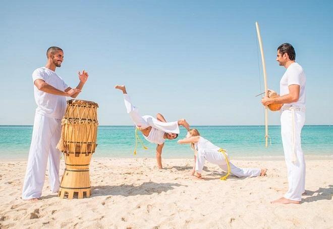 Covesia.com - Capoeira merupakan sebuah seni bela diri yang mengkombinasikan elemen tari dan akrobatik yang kompleks, serta musik. Capoeira pertama kali...