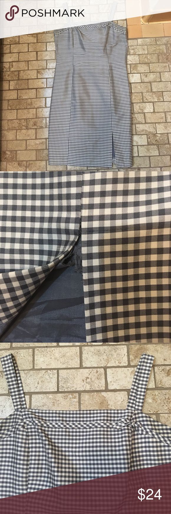 Anne Taylor loft size 2 dress silk lining picnic Anne Taylor loft size 2 dress silk lining picnic. Dress has a small slit that has but ripped a little. Fits true to size size 2. Ann Taylor Dresses Mini