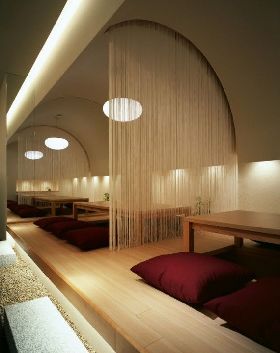 The private room has a vault and a mirror which make a room looks wider than real with optical effects. Japanese papers of the surface and indirect lightings make a room alive.
