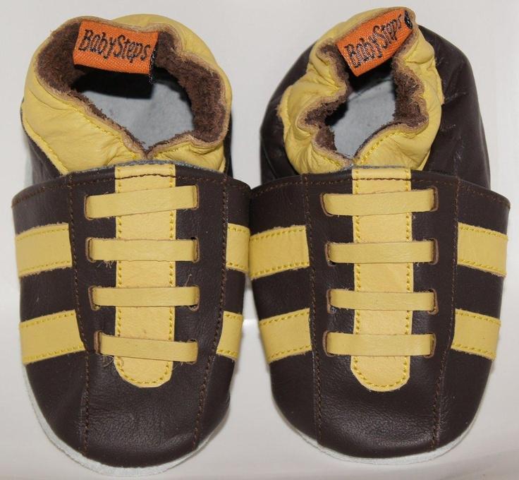 Yellow sneaker zijn sportieve mokka kleurige sneakers met gele strepen.