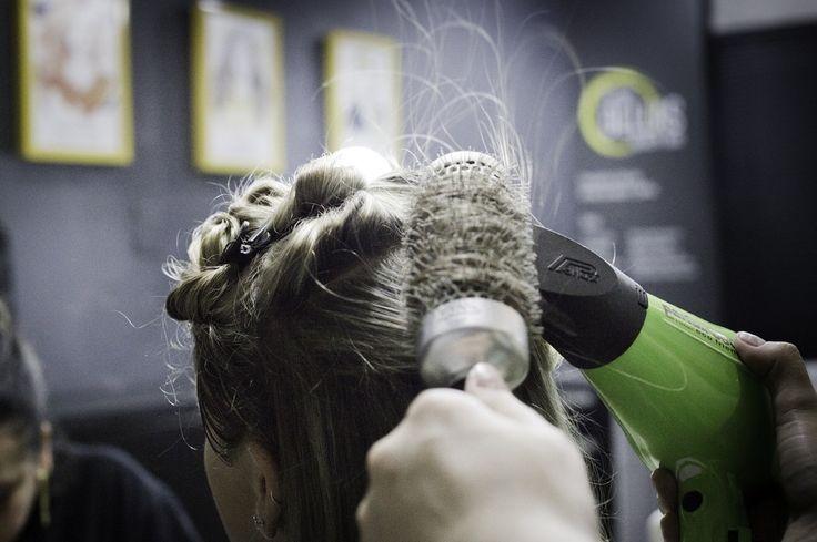 No Espaço Dellas você tem acesso a uma série de serviços personalizados. Converse com um de nossos profissionais e eleja o tratamento ideal para seus cabelos pele ou unhas.  Confira tudo que o Dellas te proporciona: http://ift.tt/2dtv3mN