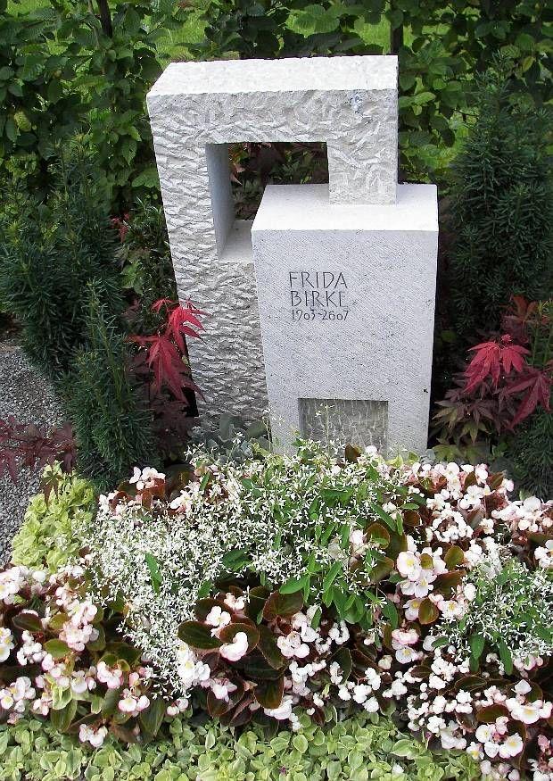 Gartenschau Rechberghausen 2009 bei Göppingen - Urnengrab Schöne Sommerbepflanzung von Gaertnerei Hennssler Göppingen