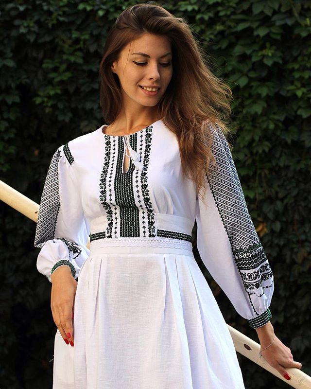 Вишукана сукня із ручною бісерною вишивкою! Зі знижкою 30% Розмір: 48; Склад…
