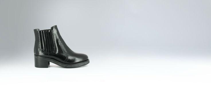 Boots élastiquées à bout rond en cuir noir-chaussures femme