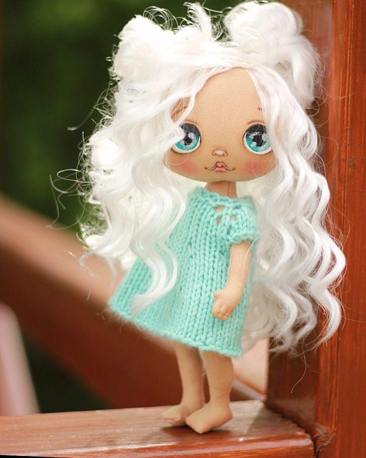 Ураааа!!! Наконец то я опять шью😀😀😀ох и не могу я уже без кукол. Все теперь буду ждать лета😂 у кого то оно наступило? Или уже не ждете?