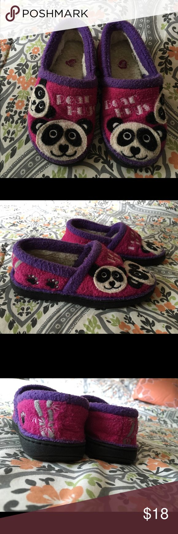Panda slippers Acorn girls panda slippers, gently used, fits sizes 8-9. **please review all photos, comment if you have any questions** Acorn Shoes Slippers