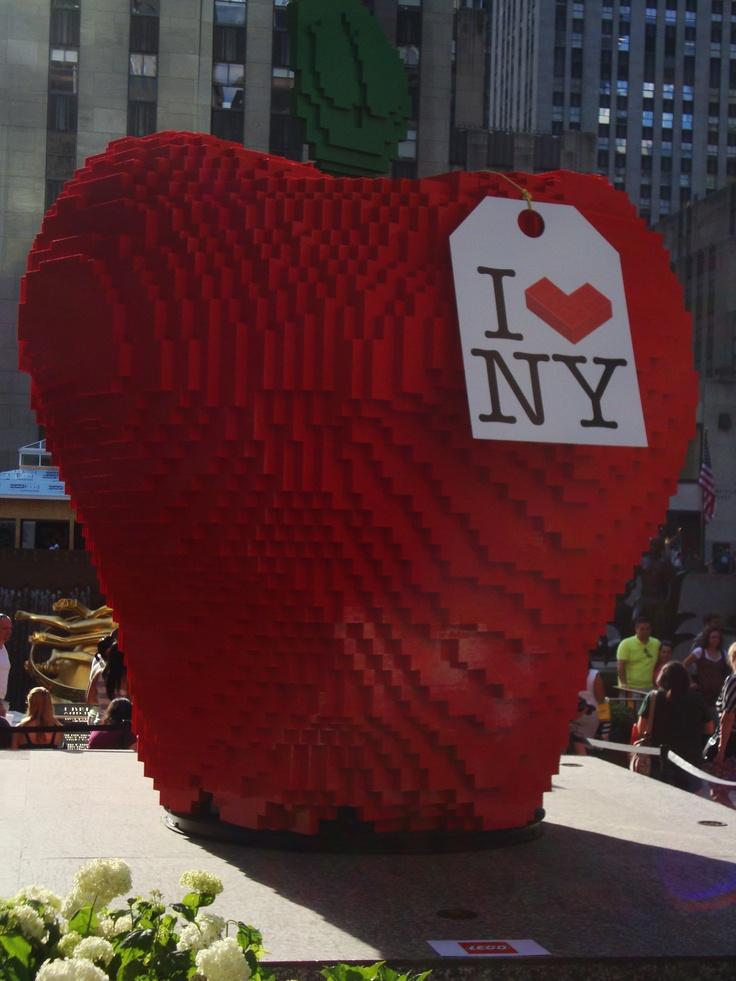 The Big Apple...in Lego, at Rockafella Plaza