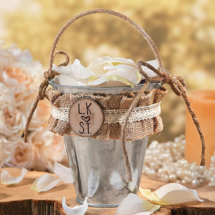 Rustic Flower Girl Basket Idea | This DIY wedding project is a delightful addition to your rustic wedding theme. #DIYwedding