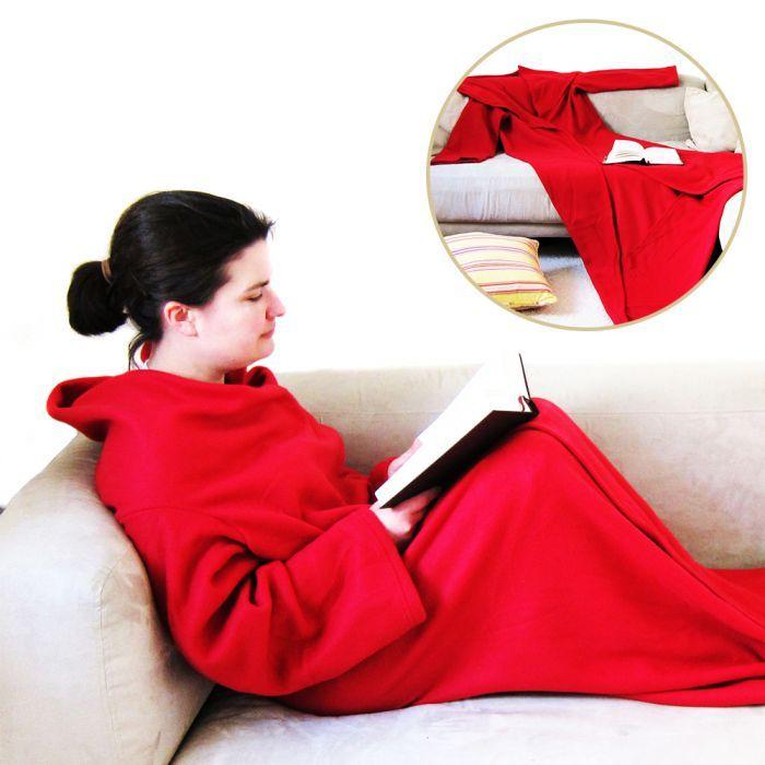 Freie Bahn für den gemütlichen Sofa-Abend. Die Ärmeldecke hält Euch immer mollig warm – auch wenn die Nächte noch frisch sind. via: www.monsterzeug.de