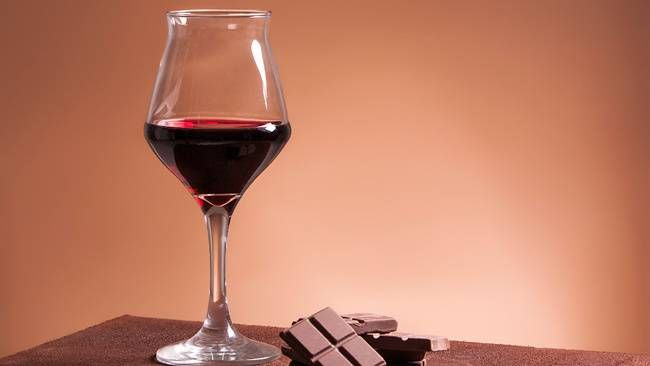 Here's why you should have more red wine and chocolate