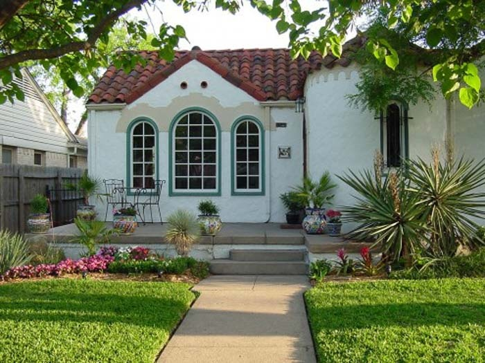 i would love a cute little spanish style home