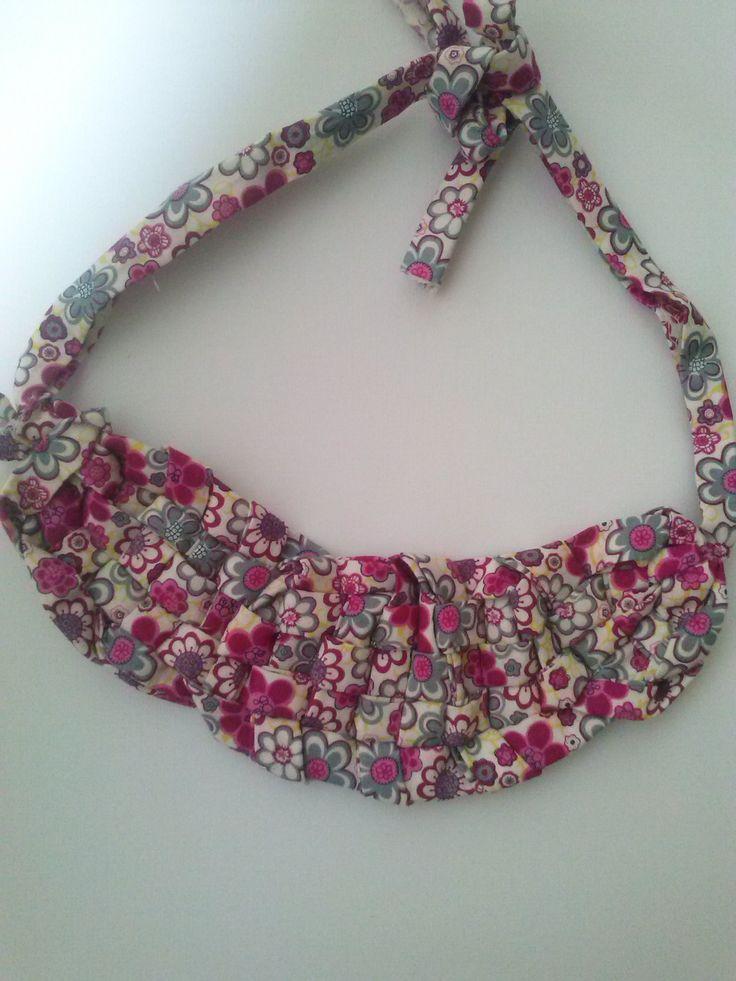 #Bib necklace, collar babero.