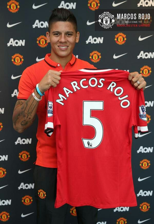Official: Marcos Rojo signed for five years with Manchester United. Sporting Lisbon in return received 20 million euros and Nani on loan for the coming season