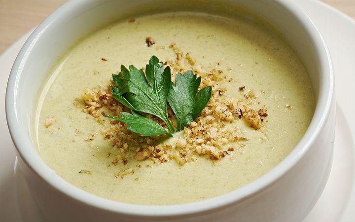 Mücver gibi tariflerin yanı sıra lif kaynağı kabaktan kış aylarında içinizi ısıtacak lezzetli ve pratik bir çorba hazırlamak da mümkün.
