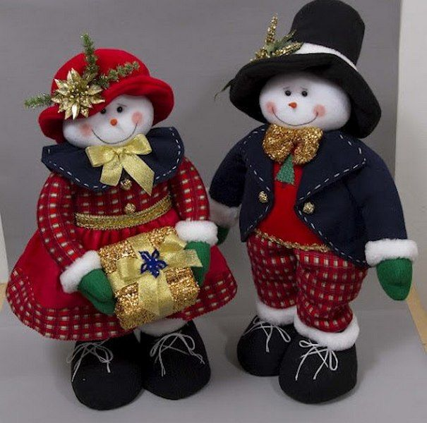 Toys on the Christmas tree with their hands