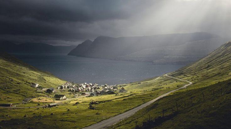 """Kontrastreiches Wetter bei Funningsfjørður: """"Sobald ich ein paar Tage im Büro gearbeitet habe, kann ich es kaum erwarten, wieder raus zu gehen. Zu laufen, zu klettern, zu erkunden"""", sagt Muench."""