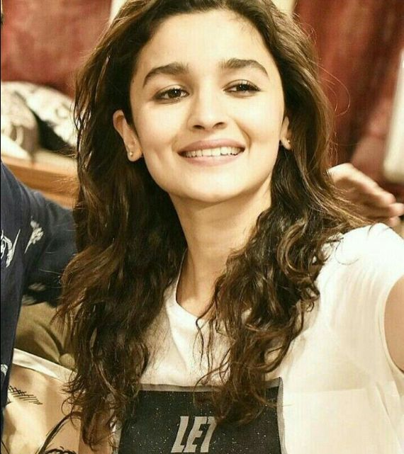 Alia bhatt #beautiful #hot #traditional #fashion #beauty #cute #adorable #style #glamour #gorgeous #stunning #hotness #hottest #smile #sexy #bollywood #hollywood #success #pretty #life #daily #fitness #yoga #princess