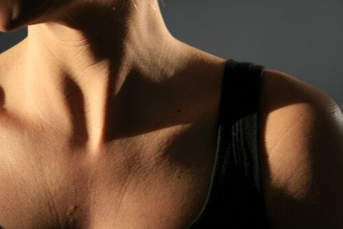 5 exercícios para tonificar o pescoço e reduzir a papada em pouco tempo