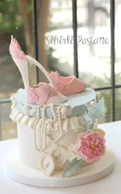Mother and Baby Shoe Cake by Sihirli Pastane