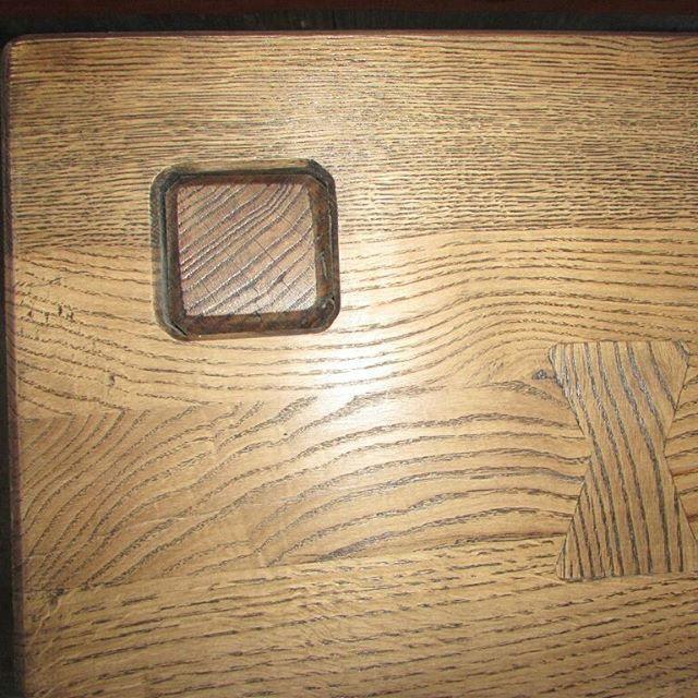 Проба сил в изготовлении полотна с характерными  элементами, выполнена для собственных нужд под надзором опытных наставников. 1140х800х70 мм. Дуб, авиационная полимерная смола, цеолит, бейц, sayerlack. #remeslobrest #sayerlack #woodwork #woodworking #epoxy #oak #brest #belarus🇧🇾
