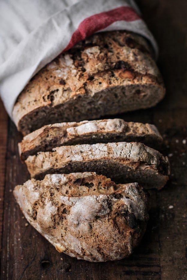 - VANIGLIA - storie di cucina: Pane di segale con noci, mele essiccate e miele di castagno