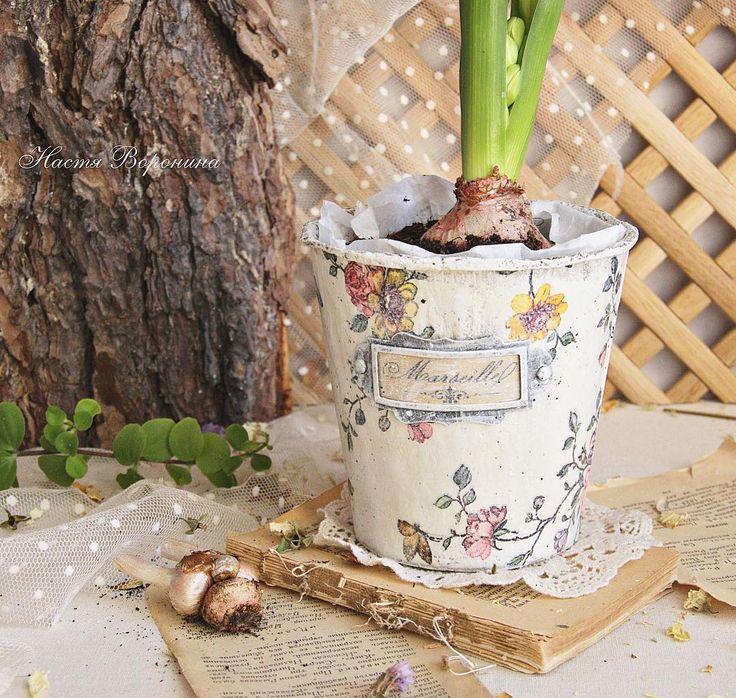 Ко мне сегодня заглянула веснаСолнцем в окошки, гиацинтом в торфяном горшочке#декупаж #рукоделие #весна #гиацинт #handmade #decoupage #spring #provence #vintage #shabby