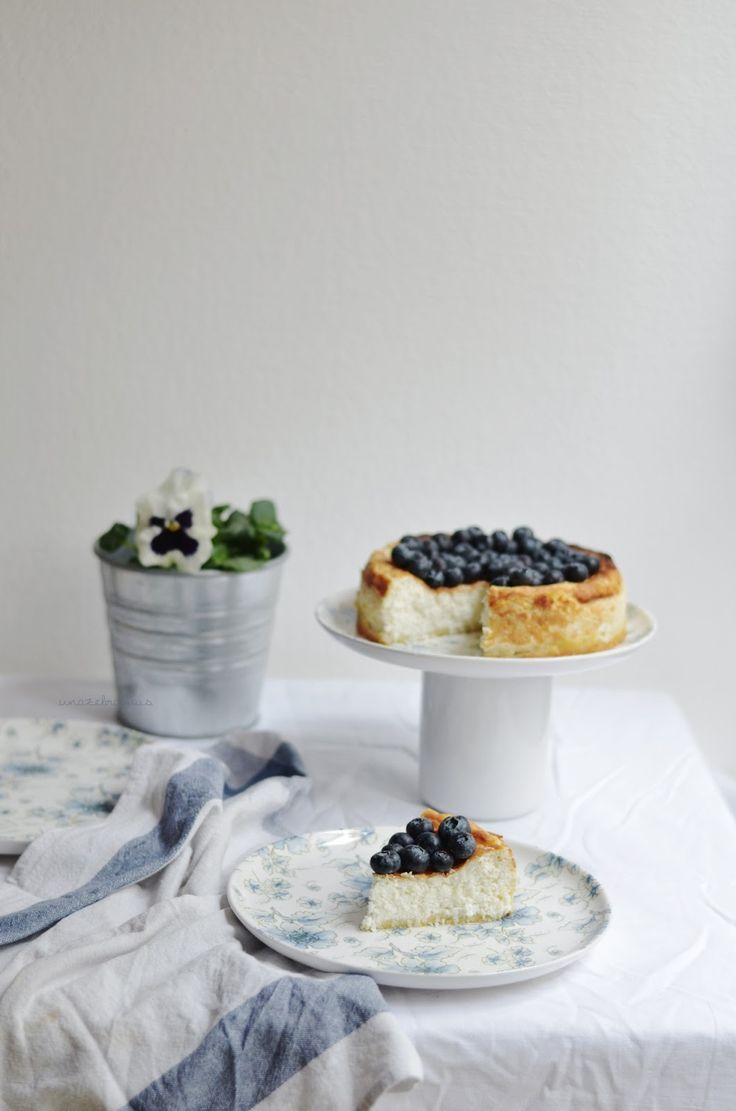 ricotta cheesecake with coconut and blueberries