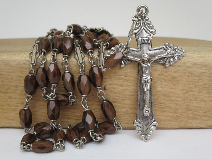 Beautiful antique rosary, possibly of french origin With beautiful brown art glass beads The beads are oval and faceted The central medal features Jesus Sacred Heart on one side, and the Virgin Mary on the other side Beautifully detailed crucifix Marked sterling Highly collectible!  Very good vintage condition  23 inches 40 g.  ***TODAY DISCOUNT CODE ! VISIT OUR HOME PAGE !*** https://www.etsy.com/ca/shop/LesCurieux?ref=hdr_shop_menu