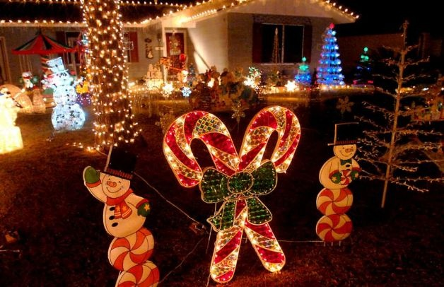 Amazing Animated Christmas Decorations Outdoor #1: 7e382a1c5eee7f498eb2c33e9850f3e9--outdoor-christmas-christmas-lights.jpg