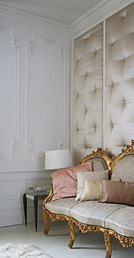 silk quilted walls... gorgeous