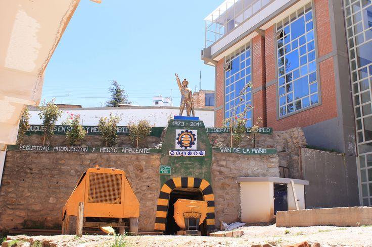 Facultad de Ingeniería de Minas de la Universidad Nacional del Altiplano UNA Puno.  Foto: Abril 2014.