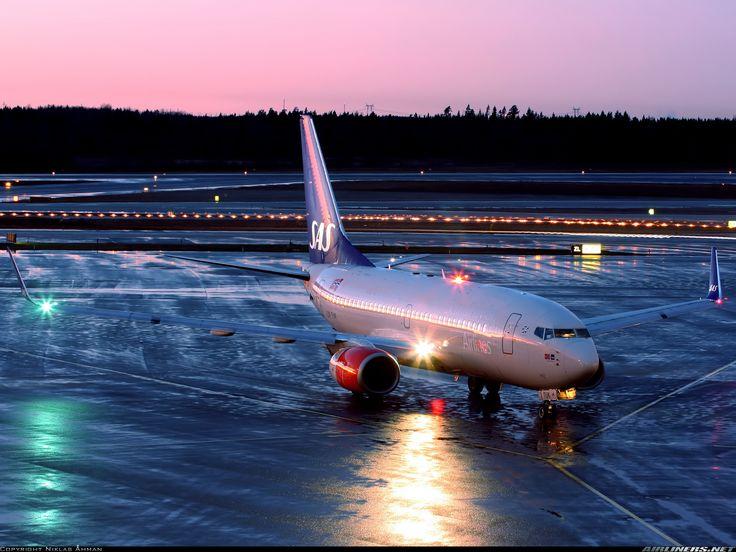Scandinavian Airlines - SAS LN-TUK Boeing 737-705 aircraft picture