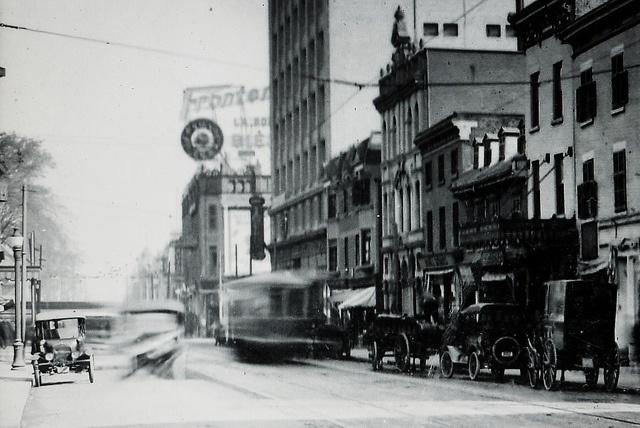 Montréal 1921. Rue Sainte-Catherine >Est, depuis rue Sanguinet. by DubyDub2009, via Flickr