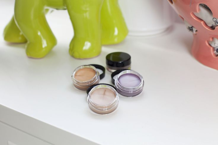 No more creases. Mary Kay Cream Eye Shadows have an amazing creamy consistency that melts into your eyelid for a pop of subtle color. Fave shade: Beach Blonde. #mktrend #bloggerpick