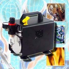 Mit unseren neuesten wartungsfreien Kompressor TMT-18B erhalten Sie einen kompakten (255mm x 135mm x 170mm) und leistungsstarken Kolbenkompressor (1/5 PS) mit einem maximalen Druck von 4 bar bei einem Volumen von 23 Liter/Minute. Mit nur 47db gehört der Kompressor zu den leisesten seiner Klasse. Im Lieferumfang ist ein Miniluftfilter und Manometer enthalten. AK3