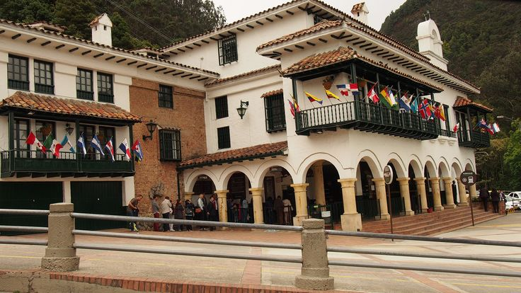 How to spend your days    La Candelaria is the area in Bogota that congregates the most attractions. Among them there is the gold piece that originates the Leyenda de El Dorado (Gold Museum), the
