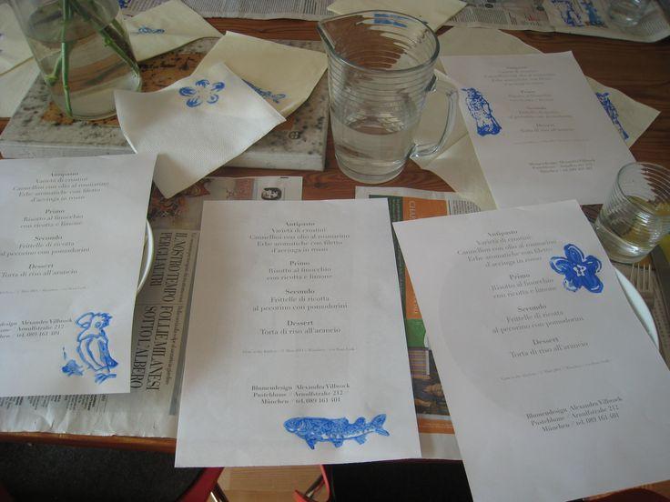 work in progress per la preparazione del tavolo e la decorazione, con il menù
