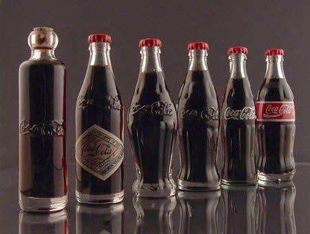 """ما هي النبتة التي ساعدت في بناء إمبراطورية كوكا كولا ربما سمعت من قبل أن مشروب كوكا كولا أحتوى من قبل على أحد المكونات القادرة على دفع المستهلكين للإخلاص وهو الكوكايين . يشير إسم """"الكوكا&#822…"""