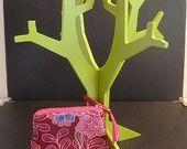 Aller simple pour Chiang Mai Vol n°2358 - Porte-monnaie Tissu Thaïlandais Bordeaux à fleurs colorées et zip rose : Porte-monnaie, portefeuilles par une-embellie