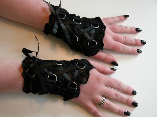 Handschoenen holes and lacing zwart
