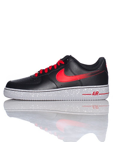 NIKE Low top men's sneaker Lace up closure Padded tongue with NIKE logo  Signature swoosh on